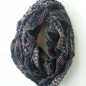 Accessories - Infinity • scarf in black and white